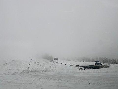 UTSETTER:  Manglende snø gjør at Gautefall skisenter må utsette sesongåpningen en uke.