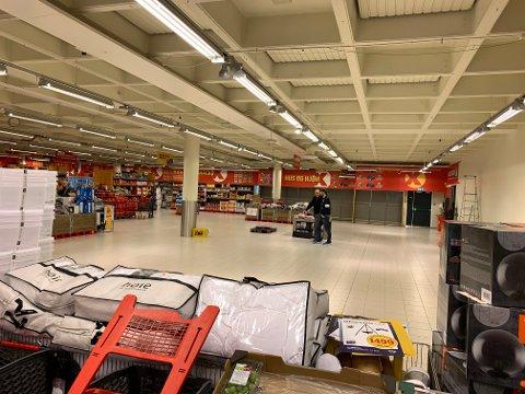 POLET SKAL INN HER: Vinmonopolet skal inn i den delen av lokalet som har vært inngangspartiet til Coop Ekstra-butikken.
