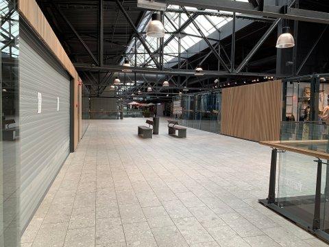 STENGER AV: Butikker på Down Town har valgt å stenge dørene på grunn av koronaviruset.