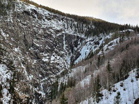 RAS: I dette området på Vemork gikk det et ras i dag. En isklatrer forsvant i skredet som gikk i Juvsøyla, en mye brukt isfoss i juvet. Foto: Terje Waskaas