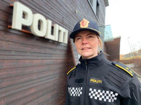 BEKYMRET: Politioverbetjent Heidi Staxrud ved Gran og Lunner lensmannskontor er bekymret over det økte fokuset på sex blant unge ungdommer. Foto: Bjørn Bjørkli