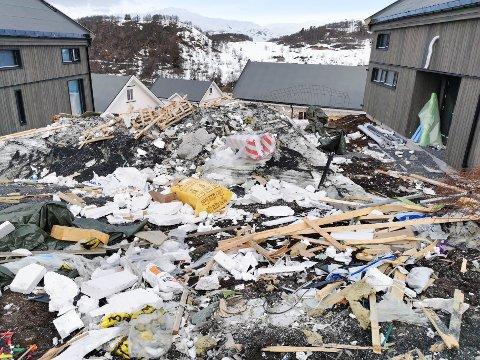 IKKE NORMALT: Utbygger sier de akkurat hadde tømt hyttene for å kjøre bort avfallet da korona stoppet alt.