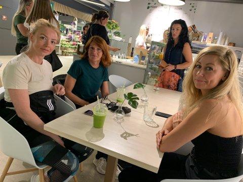 ÅPNING: Yvonne Anett Johansen, Gro Marit Bakke og Charlotte Rogn besøkte Pure på Down Town da de åpnet ny filial torsdag formiddag.