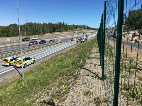 Dødsulykke: Føreren av en lastebil skal ha blitt påkjørt av en personbil.