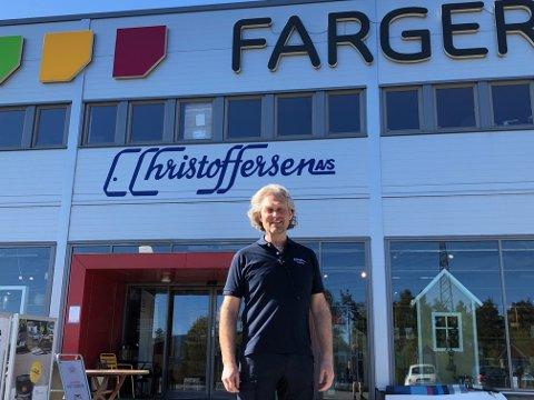 KLAR MELDING: Daglig leder Kikkan Christoffersen i C.Christoffersen AS  har fokus på mobilbruk i jobb hos alle ansatte. Det kommer også klart frem i en ny stillingsannonse.