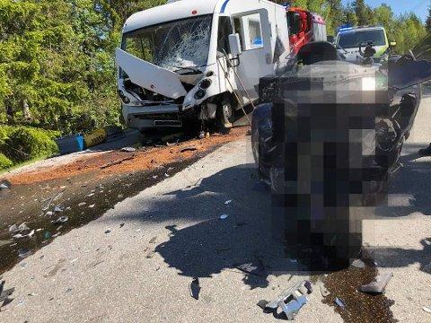FRONTKOLLISJON: Motorsyklist døde i kollisjon med bobil nær Notodden.