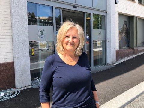 TRENGER FOLK: Banksjef for privatmarkedet, Anne Vikan, i Sparebank 1 Telemark trenger flere nye ansatte. Det å ansette nye mennesker er noe av det mest spennende vi gjør, sier hun. Foto: Per B. Johansen