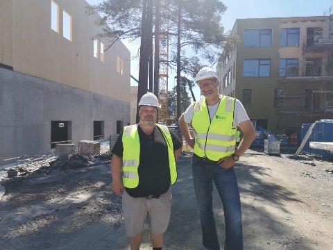 NY SKOLE: Kulturskolerektor John Mikal Guldager og prosjektkoordinator Høgn Skøld ser fram til at den nye skolen på Grasmyr står ferdig.