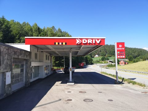 DRIV: Systemsvikt gjør at prisene på pumpa og skiltet stemmer ikke overens.