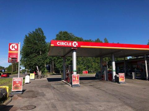 DRIVSTOFFSVINDEL: Før reservasjonsordningen kom, var det enkelte som fant en mulighet til å svindle bensinstasjonen og stikke av med bensin for store beløp. Foto:Øyvind Winding-Stavseth