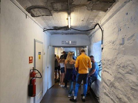 TRAFIKK: Museet på Vemork kan skilte med ekstremt gode besøkstall om dagen. Torsdag i forrige uke var det kø nesten ut inngangsdøra.