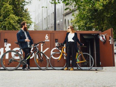 GOD RESPONS: Sykkelskapene er å se flere steder i landet. Blant annet i Bærum har sykkelparkeringen blitt tatt godt i bruk.