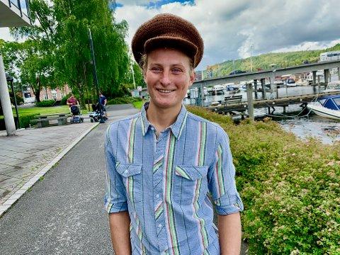 CAPTAIN BRIMSTONE: Martin Augestad Larsen fra Hovenga i Porsgrunn har lagt ut bilder og videoer fra seilasen over Atlanteren på Instagram-kontoen captainbrimstone. Han finner lykken i å leve fra hånd til munn og fra eventyr til eventyr. - Jeg vil heller dø på havet enn på et sykehjem, sier han.