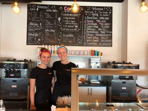 Kristine Hesselberg Nordstrand (16) og Marlene Anchersen Gudbrandstuen (17) er godt fornøyde med jobben sin.
