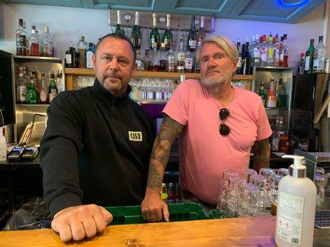 STORE KONSEKVENSER: Ny regel for servering av alkohol får store konsekvenser for utestedet til Tomas Karell og André Kaalsaas.