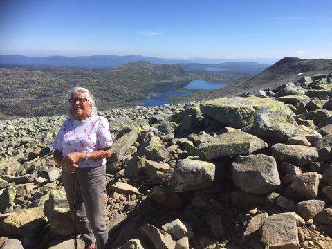 90 ÅR: Berit Tangen har gått opp Gaustatoppen tre ganger i alt - da hun var 50, 60 og 90 år gammel.
