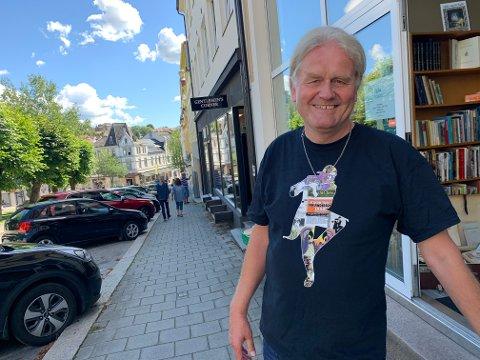 NYE LOKALER: Helge Leslie Nilsen er godt fornøyd med nye lokaler ved Ibsenparken.