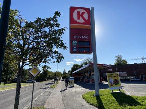 ULOVLIG: Forbrukertilsynet mener Circle K gjorde noe ulovlig da de endret prisen på pumpene, før prisen på masten var endret.