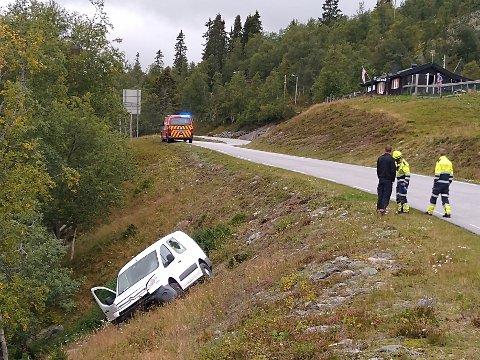 LØP SIN VEI: Politiet leter nå etter sjåføren som stakk av etter en ulykke i Tinn.