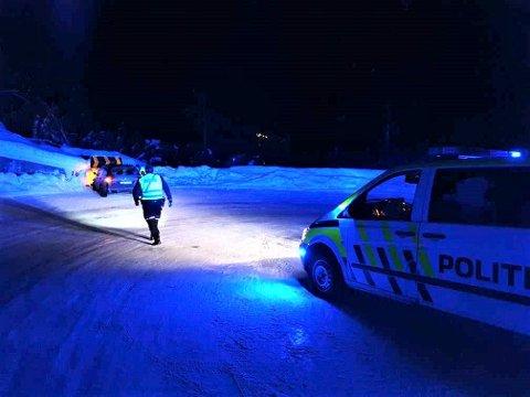 ULYKKE PÅ FYLKESVEG 37: Bil kjørte rett fram i sving på Fylkesveg 37 på Våer.