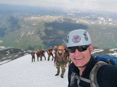 FORSIKTIGHET: Nå som det planlegges nye bygg på Gaustatoppen, syns Jon Haukåssveen i Telemark opplevelser at det er viktig å være forsiktige. Han mener å bygge enda mer bygger ned naturen i fjellet, og råder nå alle til å tenke gjennom om det er lurt å lage enda mer infrastruktur.