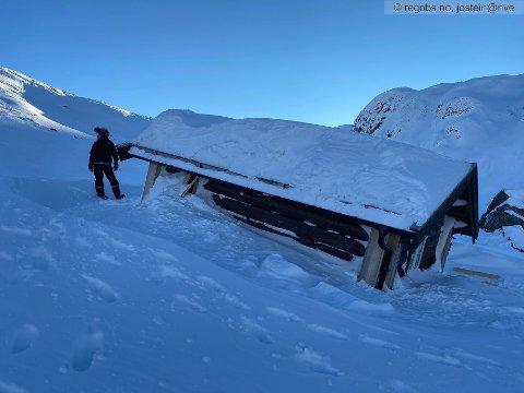 SNØSKRED: Snøskred flyttet hytte fem meter.