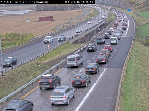 KØ, KØ OG ATTER KØ: Slik så det ut på E18 ved Gulli i Tønsberg klokka 16.00 søndag ettermiddag.