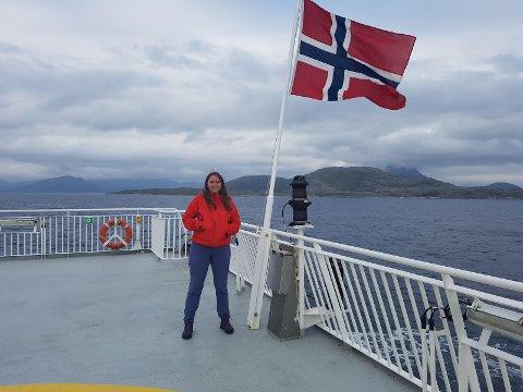 Theresa Maria Lee (27) fra Notodden er en av de tre som har søkt på biblioteklederstillingen i Sør-Varanger kommune. Her på ferie i Nord-Norge.