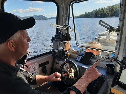 SØK PÅ NORSJØ: Thor Olav Sperre og Fredrik Søreide har gjort noen søk på Norsjø, og gjort flere funn.