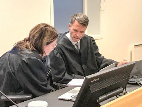 AKTORER: Politiadvokat Jeanette Skaare-Sivertsen og statsadvokat Håvard Kalvåg er aktorer i rettssaken, som startet mandag i Telemark tingrett.