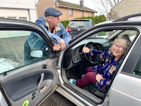 FELLES BIL: Lars Vik og Unni Spakmo har eid bil sammen i hele 25 år og har bare gode erfaringer med det.