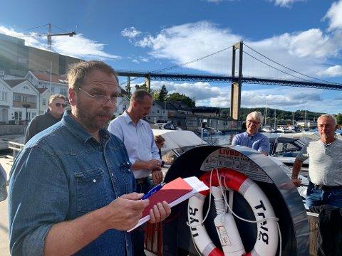 MØTTE BEBOERNE: I september i fjor møtte Ap og Sp politikere beboere på Gamle Stathelle. Situasjonen på Cocheplassen ble også tatt opp her.