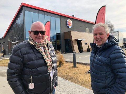 BURGER-EVENTYR: - Vårt møte med Notodden og E134 har vært et eventyr. Omsetningen vil passere 20 millioner i åpr. Vårt første helårsbudsjett lød på 8,5 millioner, sier Sverre Halvorsen og Sven Erik Hatleskog.