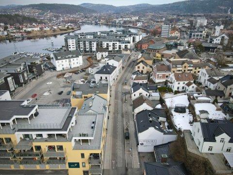 FOLKETOMT: I Storgata i Porsgrunn var det folketomt lørdag etter at de nye strenge tiltakene ble innført. I Vestfold blir de to neste ukene avgjørende. Går ikke smitten ned kan det bli innført enda strengere tiltak.