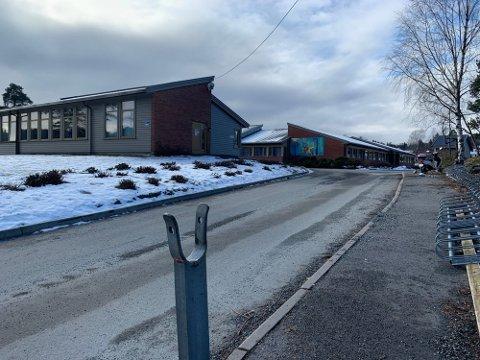 SMITTE: Alle ansatte og elever knyttet til rugtvedt barneskole og ungdomsskole er satt i karantene eller ventekarantene fra og med torsdag.