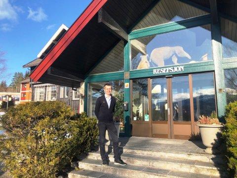 POSITIV TROSS ALT: Hotelldirektør Lars Arne Straand ser lyspunkter selv om det er utfordrende tider.