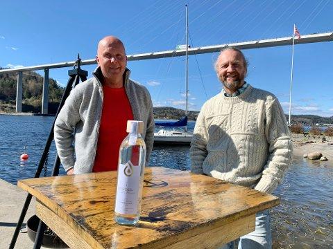 """STORT: Sjur Ajer og Rune Madsen Fink i """"Heroes of Telemark"""" mener alt nå ligger til rette for millionomsetning av porsgrunnsvannet på flasker."""
