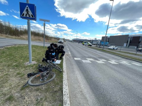 SYKKELULYKKE: Forrige torsdag ble en ung gutt sendt til sykehus etter en sykkelulykke. I forbindelse med ulykken mistenker man at noen hadde skrudd løs hjulene til den unge gutten.
