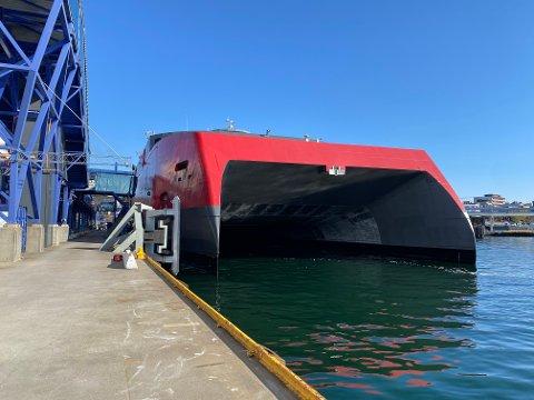 I NORGE: Her er det nye skipet på plass i Kristiansand fredag morgen.