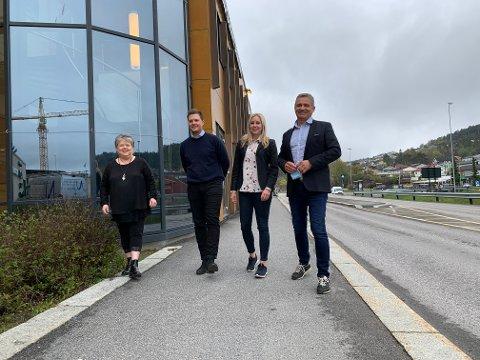 AVTALE: Eiendomssjef i kommunen, Helena Vårli sammen med meglerne i Aktiv eiendomsmegling. Ådne Lien, Barbro Trotland og Jørn Amlie.