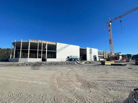 FORT FREMOVER: Byggingen av det nye varehuset går fort fremover.