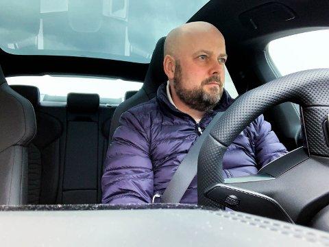 BILTEST: Aleksander Limkjær har testkjørt Audi e-tron GT.