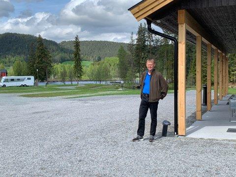 OPPGRADERT: Eier og driver Erling Skoe har oppgradert på Telemark kanalcamping.
