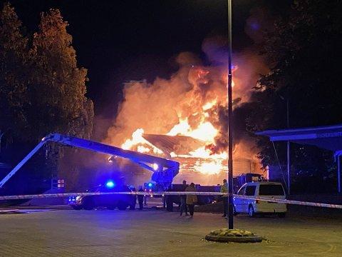 BRANT NED: Hallen fra krigens dager på Stevneplassen i Skien ble flammenes rov i september 2020.