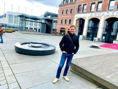 SPENT: Prosjektleder Håvard Nymoen Johansen forteller om nye planer for Handelstorget.
