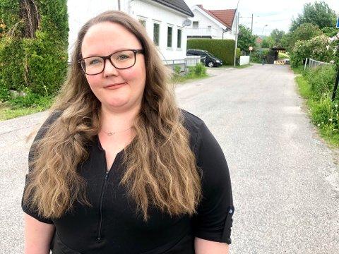 PROVOSERT: Anette Lillehagen stusser over at politiet har henlagt saken selv om de har registreringsnummeret på motorsykkelen som kjørte på henne bakfra i bilen - og stakk av fra ulykken.