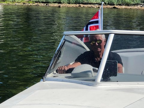 BÅTMANN: Jan Christophersen i sin selvlagde båt.