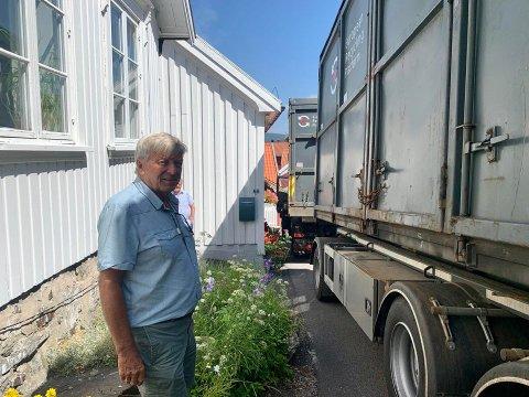 Per Aas har vogntoget stående kloss inntil husveggen. Foto: Edle Eidbo-Hansen