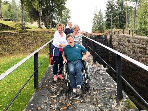 BEFARING: Her er representanter for FFO Vestfold-Telemark på befaring ved Vrangfoss.