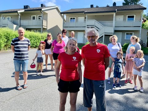 NOK ER NOK: Tone Lyngmo og Eirik Ellingsen har mange beboere i ryggen når de nå krever salg eller endret bruk av boligene i bakgrunnen.